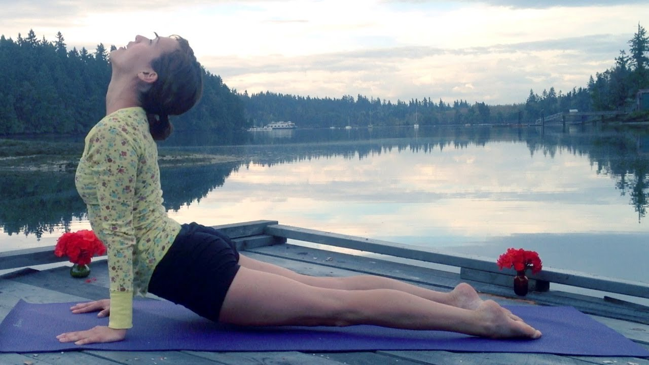 Vlog Girl Crush: Yoga With Adriene - girl tweets world
