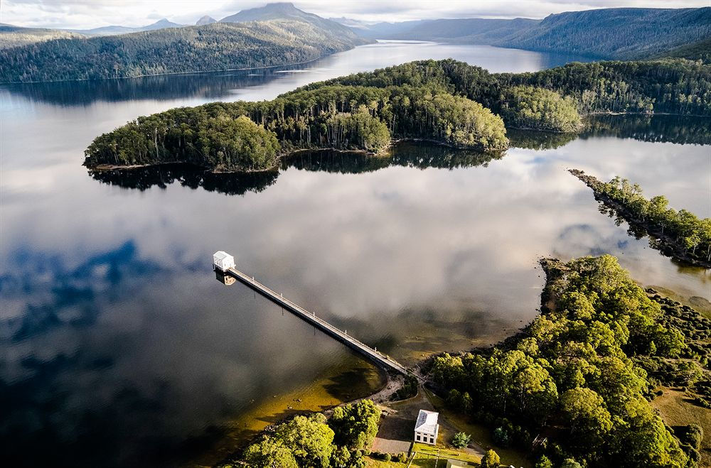 Australia bucket list - Pumphouse Point Lake St Clair Tasmania