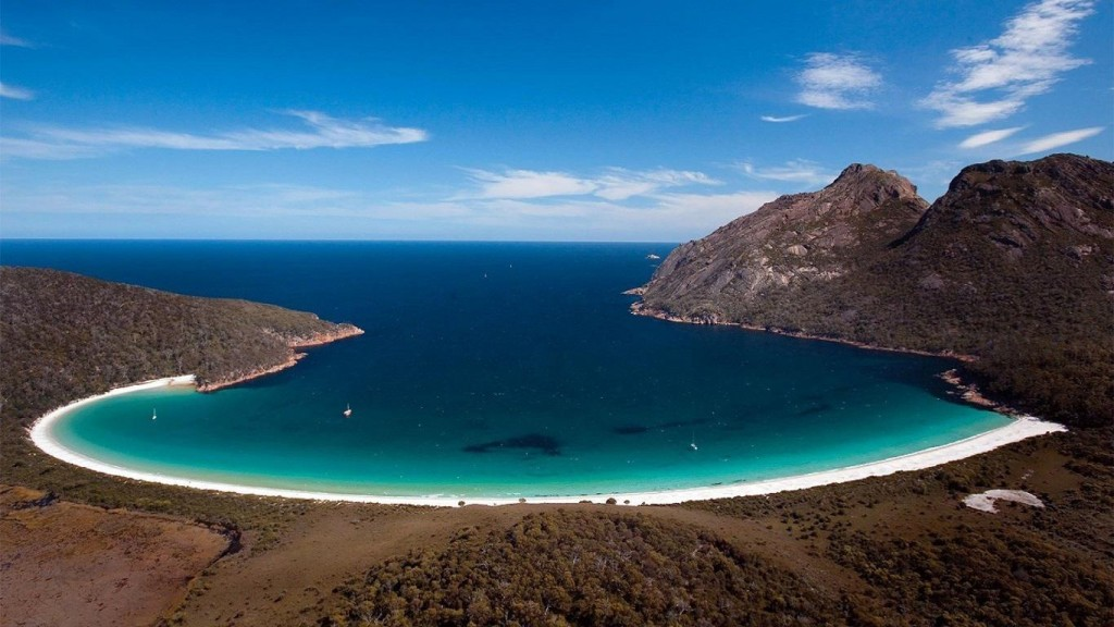 Australia bucket list - Wineglass Bay Tasmania
