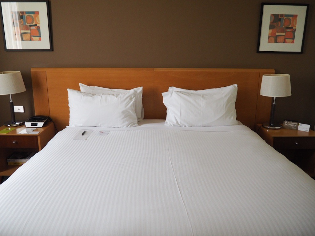 Wide and comfy bed with Sealy mattress