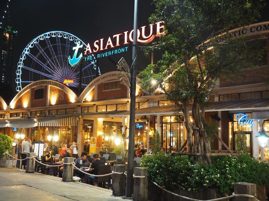 Asiatique night market.