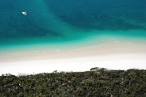 Flying Over The Great Barrier Reef & Whitsundays – A Photo E