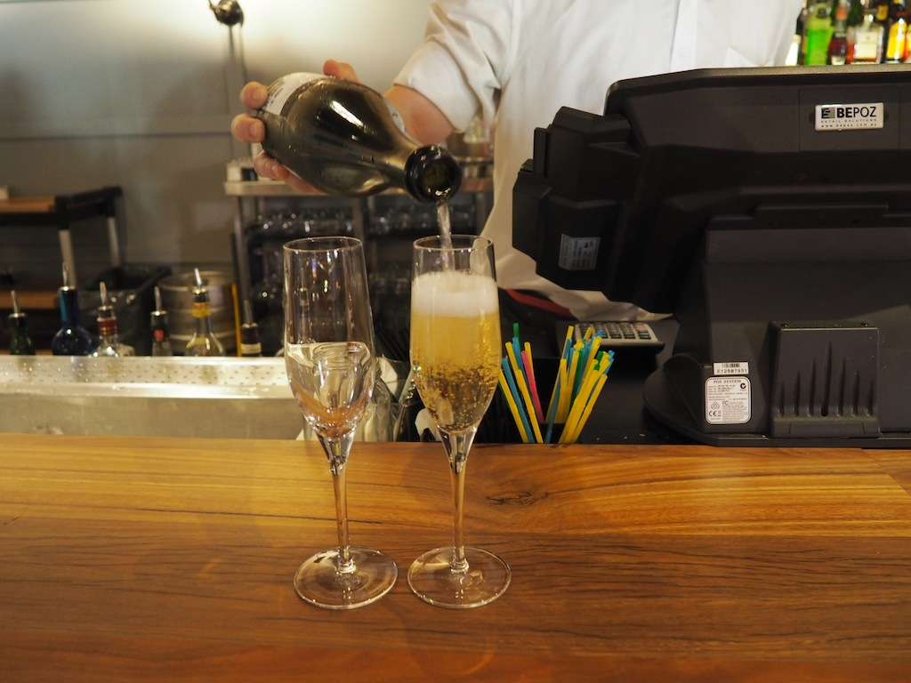 Drinks and canapés are complimentary in the lobby from 5 to 7 pm too