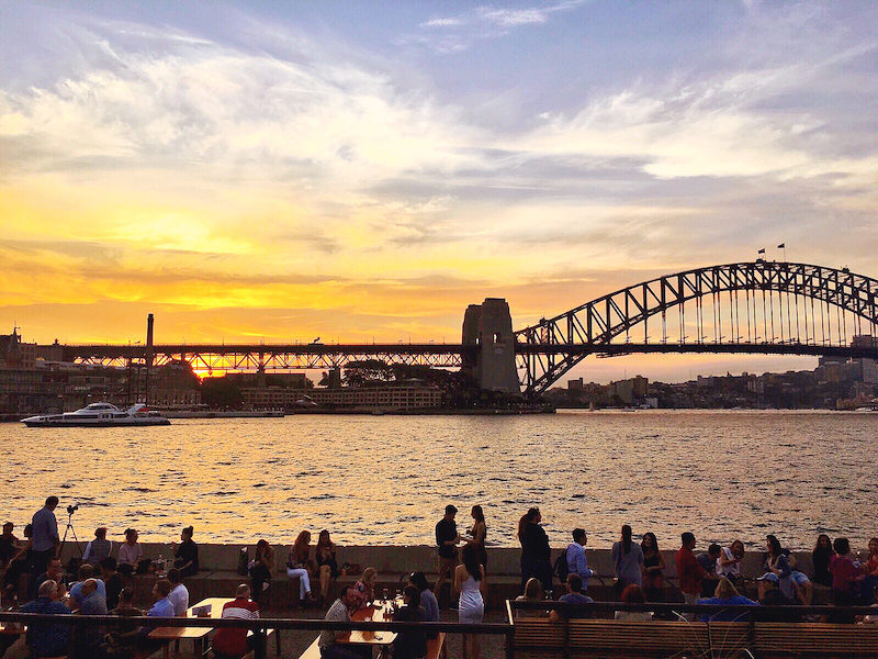 Moving To Australia? Here's How To Get Set Up & Settled Quickly