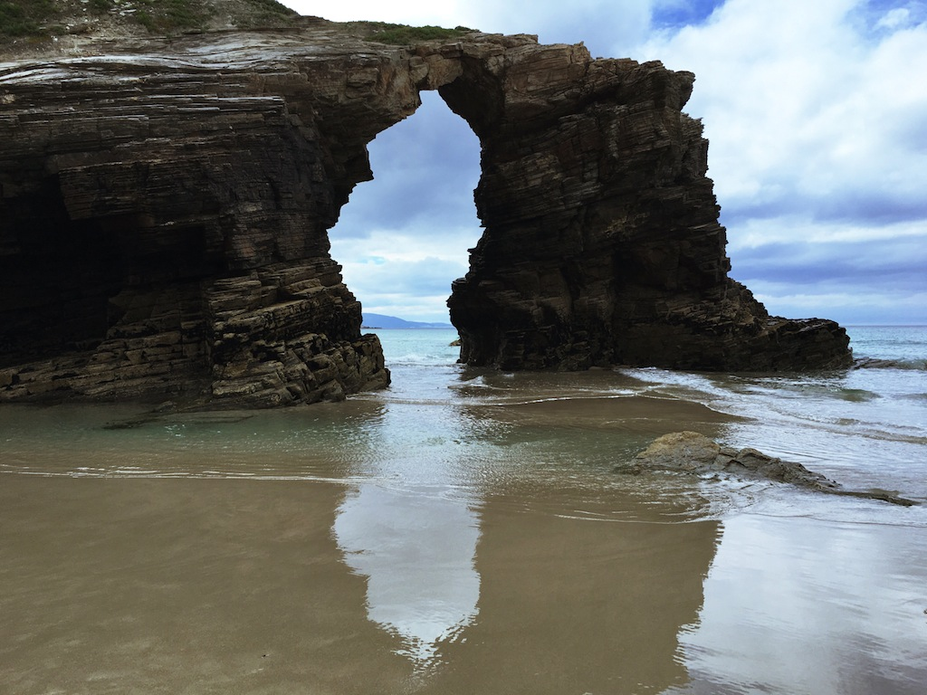The famous arches of Cathedrals Beach remind me of Cathedral Cove in New Zealand