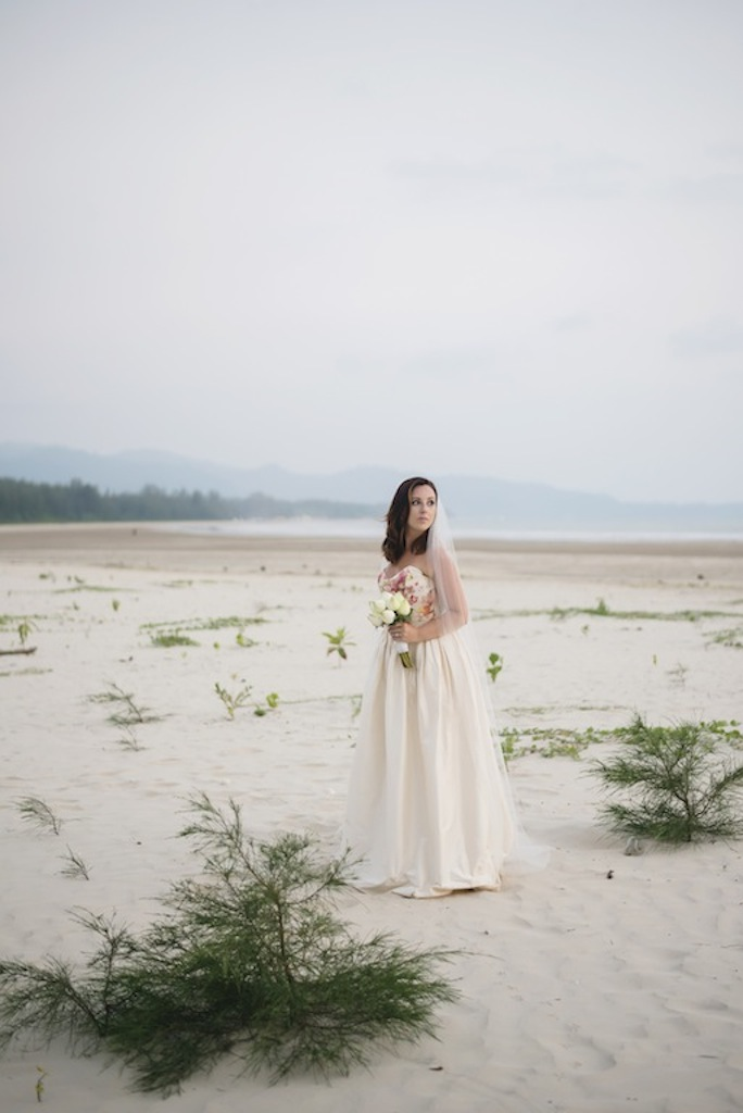 Girl Tweets World wedding in Thailand. Photos by Darin Images