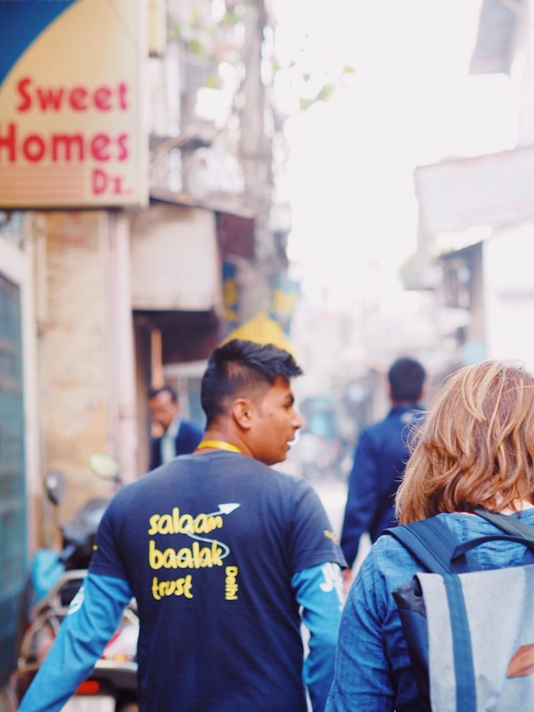 Hope for the street kids in India – Delhi street walk with a difference