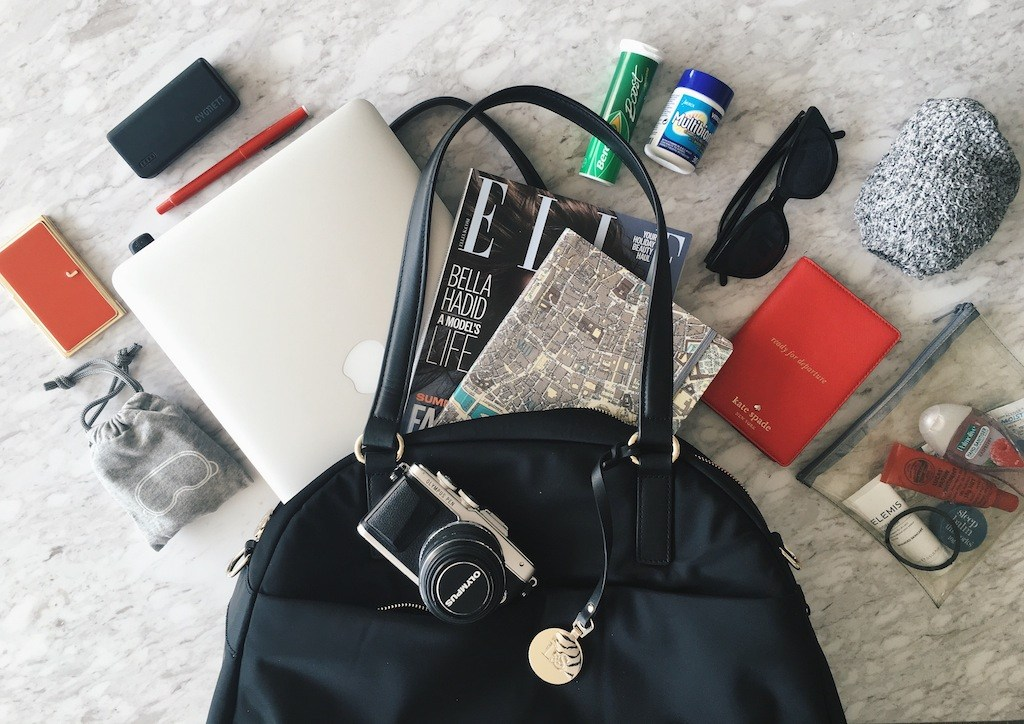 Hand lugagge essentials for long haul flights
